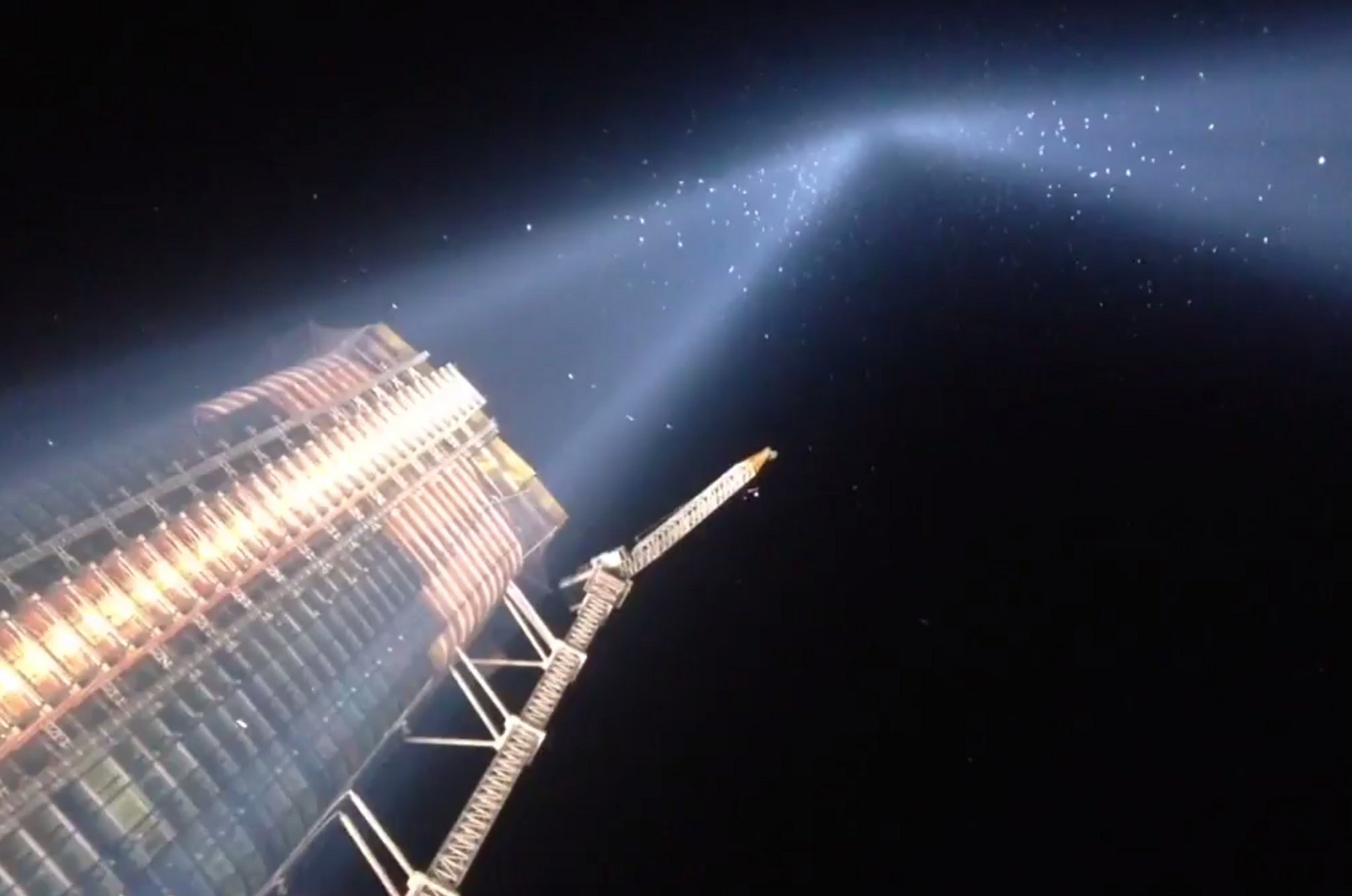 9/11 Tribute in Light shut off repeatedly to help birds
